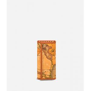 I Classe Portachiavi Continuativo C 6000 W252 Natural 0010 Realizzato col classico tessuto stampa cartina geografica che caratterizza tutta la gamma Alviero Martini Rifiniture in pelle 6 ganci per chiavi lunghe. Chiusura con bottoni automatici